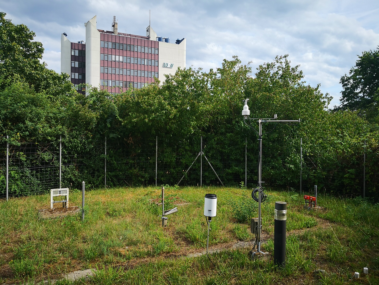 http://www.wetterstation-leutenbach.de/Bilder/karlsruhe1.jpg